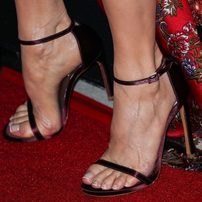 Renée Zellweger showed off her feet in Stuart Weitzman shoes