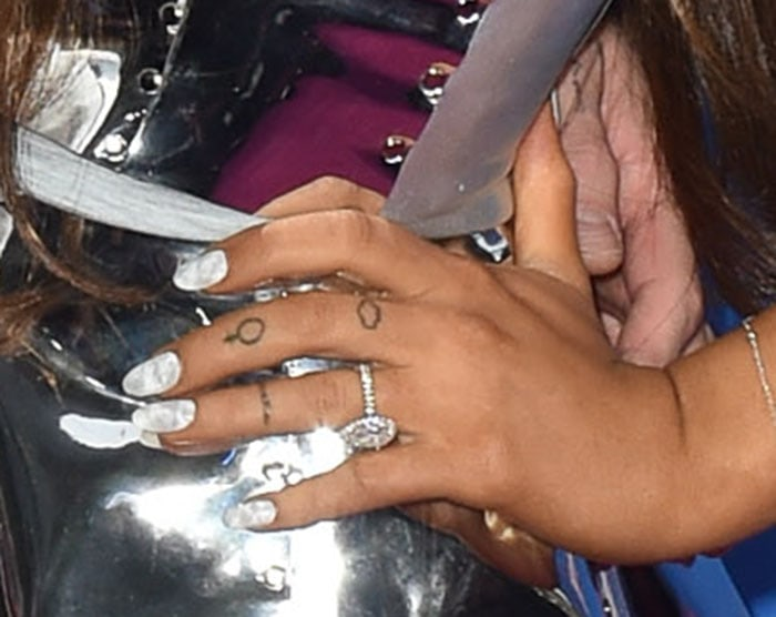 A Venus tattoo appears on her left middle finger with a matching cloud tattoo with Pete Davidson just above and Pete's name on her left ring finger