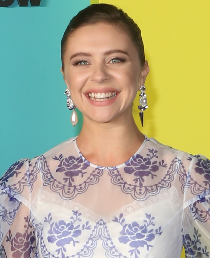 Bel Powley shows a huge smile as she poses on the black carpet