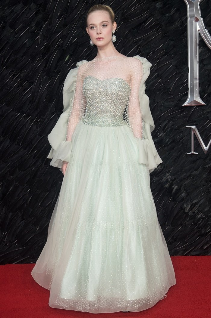Elle Fanning Admires Angelina S Back Tattoo At Maleficent