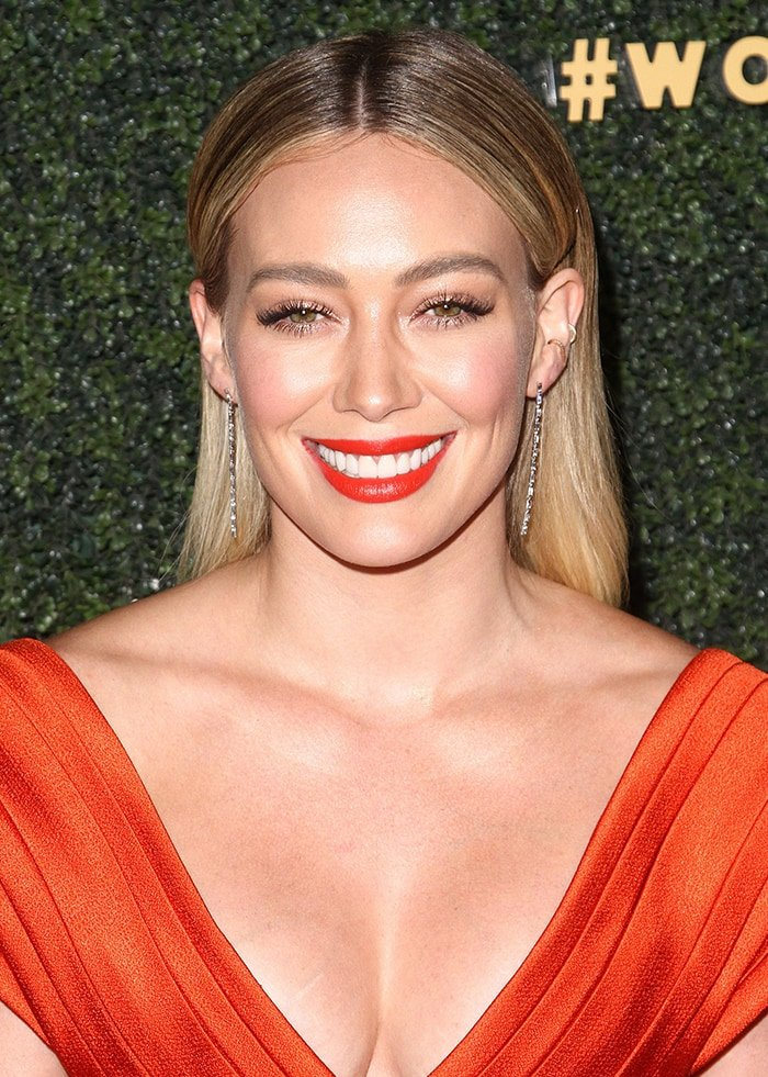 Hilary Duff looks hot with red lipstick and sleek center-parted hairstyle