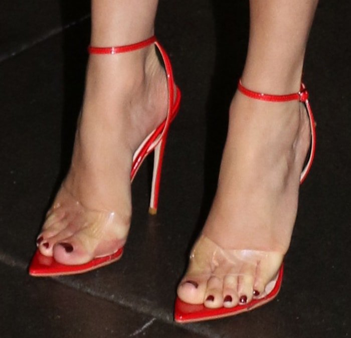 Jennifer Lopez showed off her hot feet in red Gianvito Rossi Stark sandals