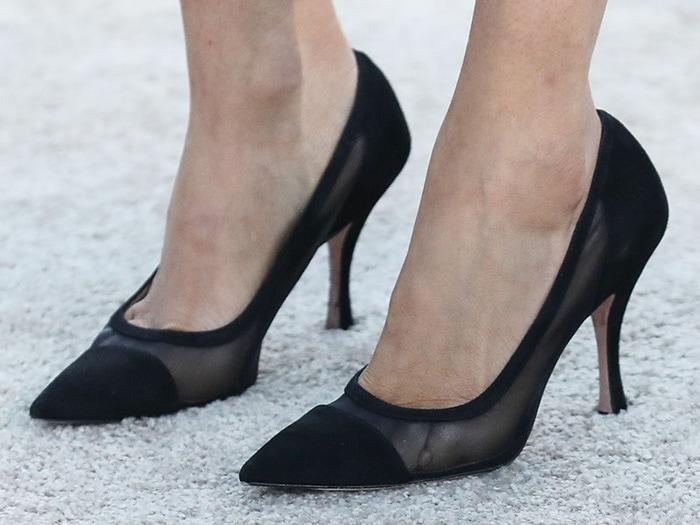 Lauren Parsekian softened her wild look simple with black pumps