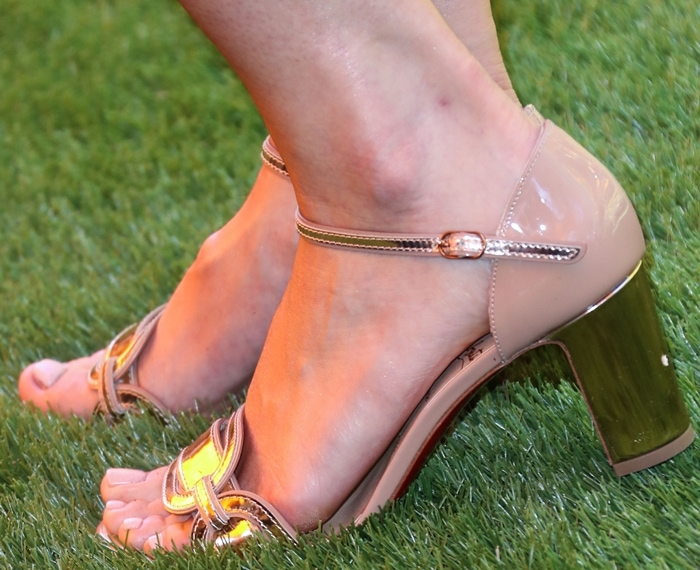 Mandy Moore displayed her toes in Valparaisa sandals with two-tone mirrored patent upper