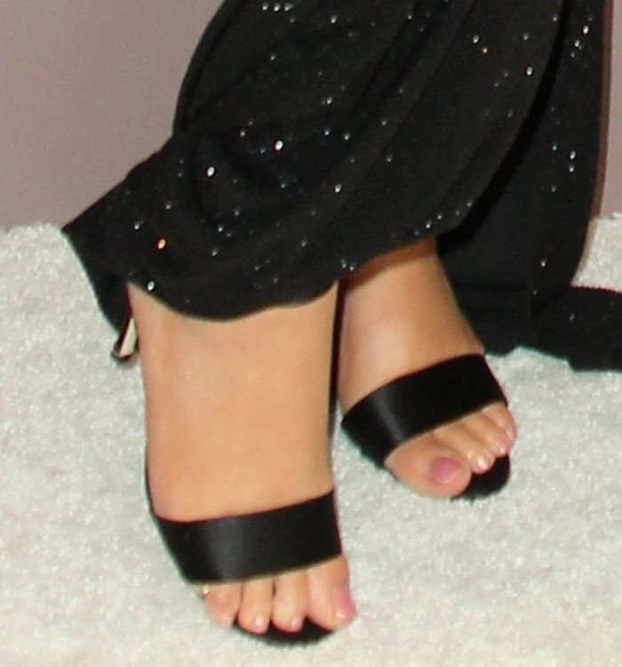 Mariah Carey shows off her feet in open-toe sandals