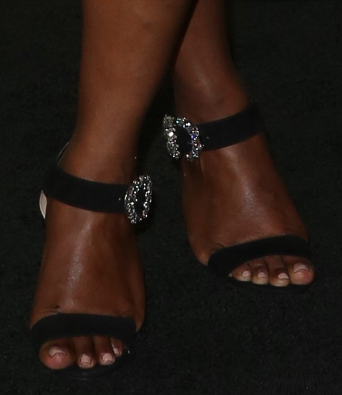 Mindy Kaling shows off her sexy toes in Jimmy Choo sandals