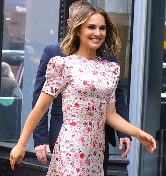 Natalie Portman keeps her look fresh with neutral makeup and loose wavy lob hairstyle