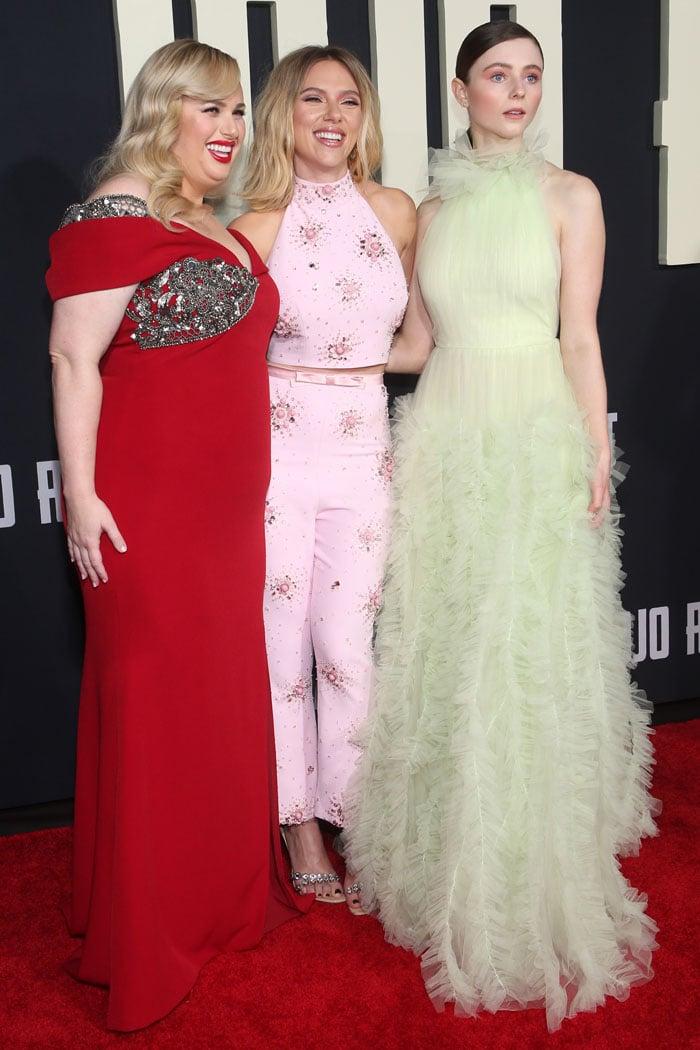 Scarlett Johansson with Rebel Wilson and Thomasin McKenzie