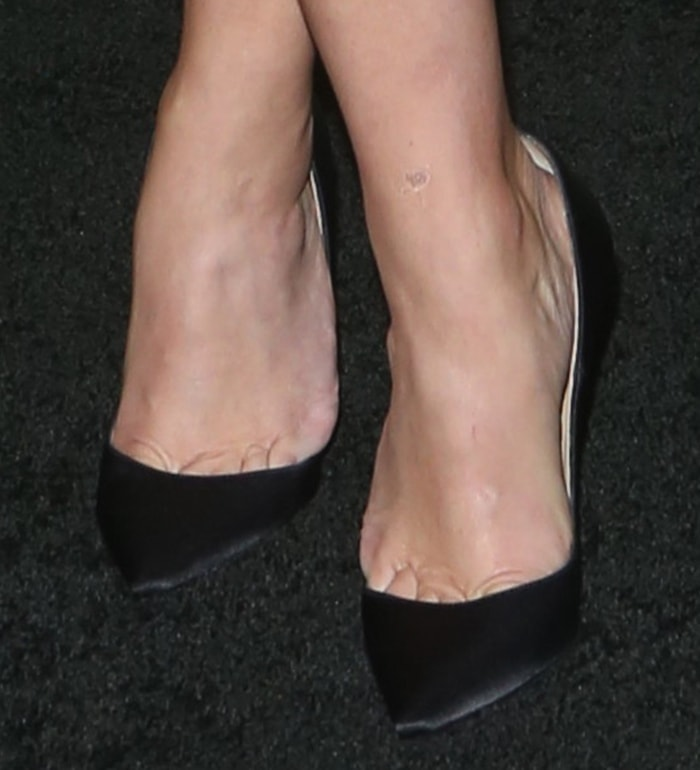 Reese Witherspoon reveals toe cleavage in Christian Louboutin pumps