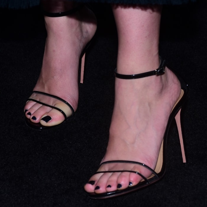 Scarlett Johansson's sexy feet in Aquazzura's Minimalist sandals