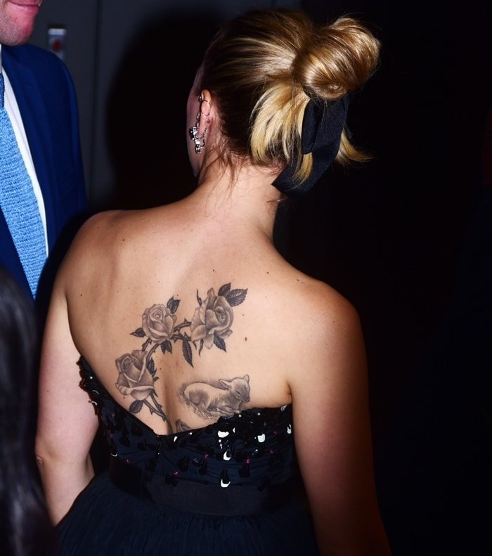 Scarlett Johansson tattoo in black-and-white of a branch of roses on the right side of her back