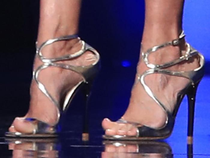 Carrie Underwood shows off her feet in Jimmy Choo heels