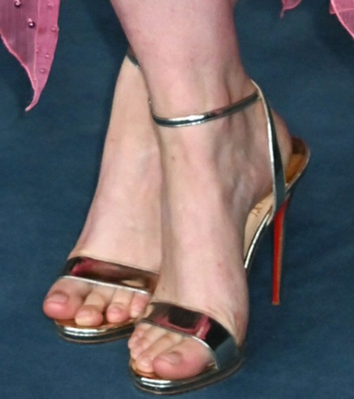 Greta Gerwig displayed her sexy feet in Christian Louboutin sandals