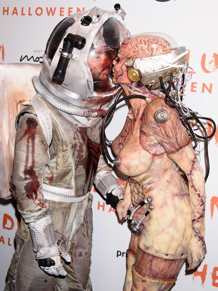 Alien Heidi Klum and astronaut Tom Kaulitz