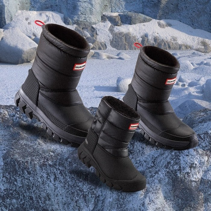 Hunter's insulated and water-resistance snow boots are engineered to withstand extreme temperatures