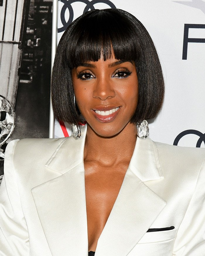Kelly Rowland wears her signature blunt bob with straight fringe