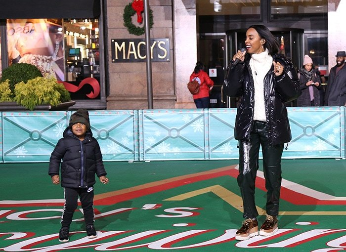 Kelly Rowland dances with her son while rehearsing outside Macy's on 34th Street