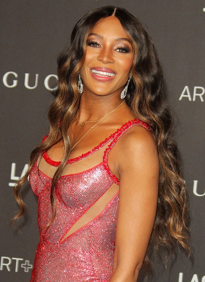 Naomi Campbell wears her long hair in gorgeous waves