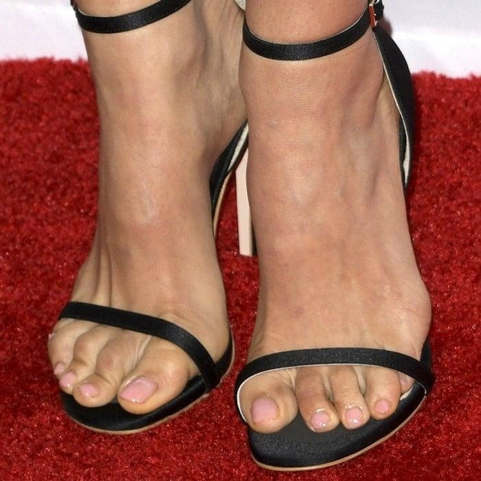 Natalie Portman's pedicured toes in Nudist sandals