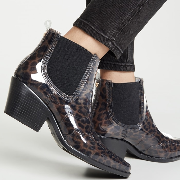 Add western inspiration to your favorite looks in the sleek pointed-toe and stitching details on Sam Edelman's Winona bo