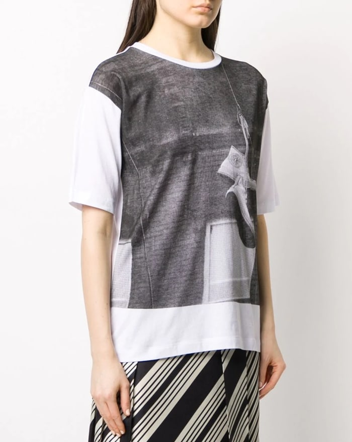 White cotton shoe print T-shirt from DKNY featuring a relaxed shape, a round neck, short sleeves, and a straight hem