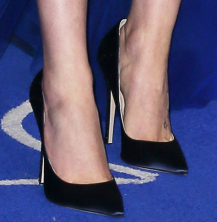 Daisy Ridley shows off her feet in vegan Jimmy Choo pumps