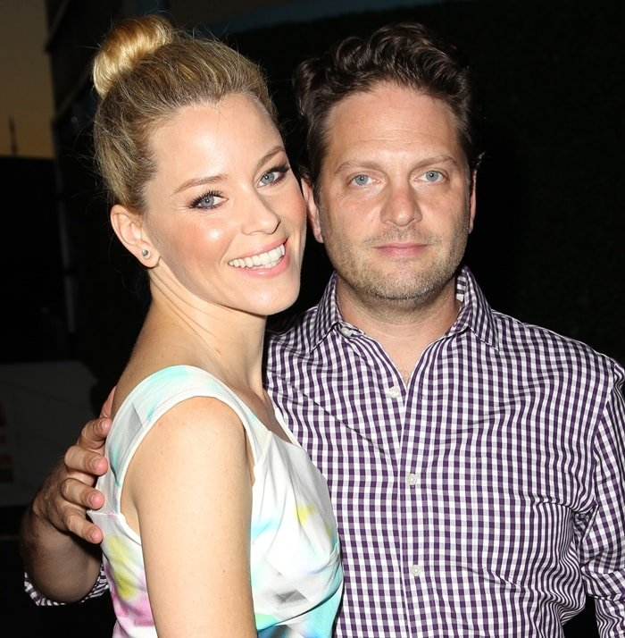 Elizabeth Banks and her husband Max Handelman met at a fraternity party in 1993 while college students at the University of Pennsylvania