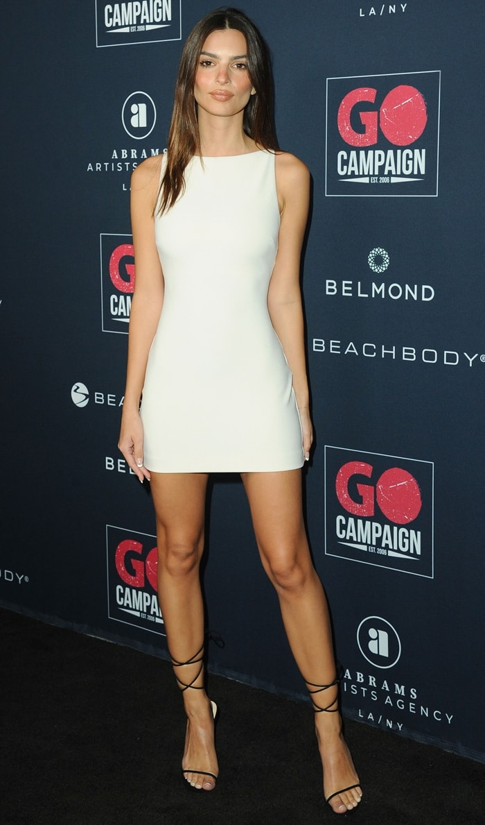 Emily Ratajkowski flashed her incredible legs at the 2019 Go Gala
