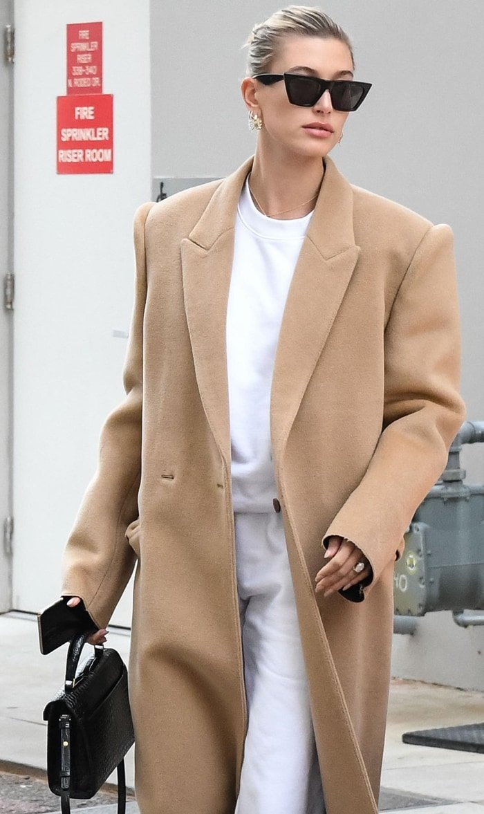 Hailey Bieber wore a suspended shoulder coat in beige brushed wool from Balenciaga