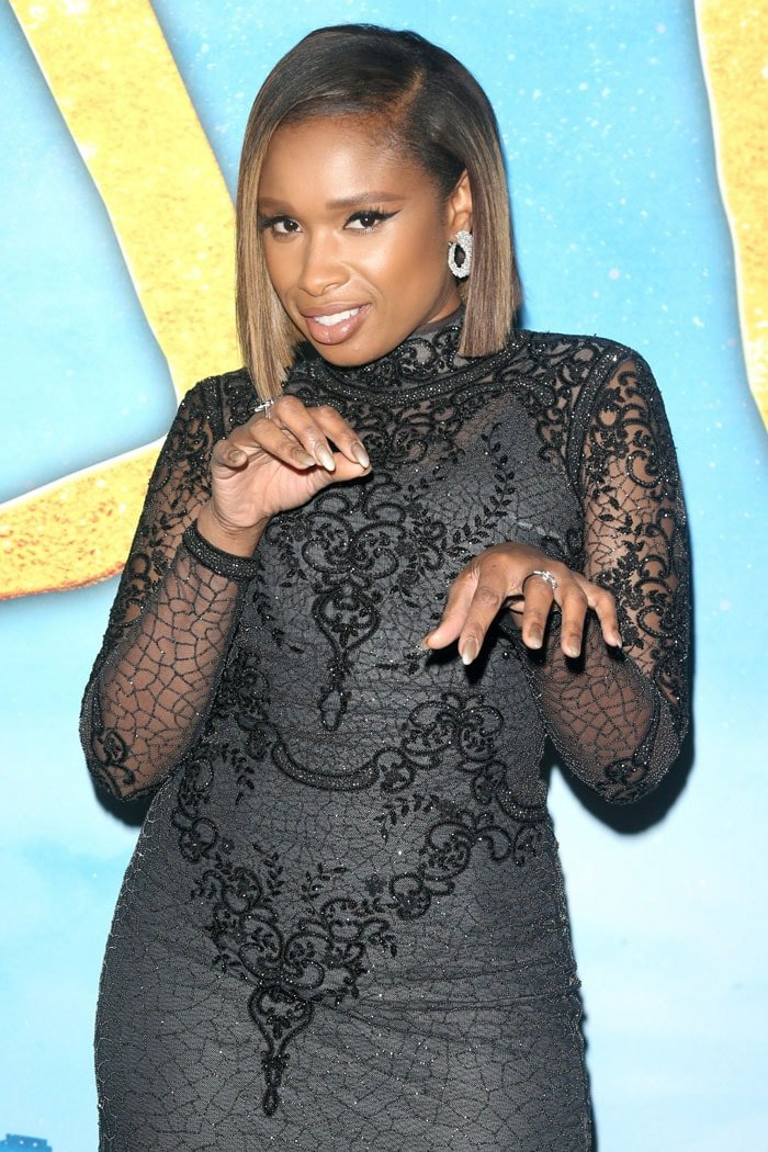 Jennifer Hudson posing like a cat at the Cats world premiere