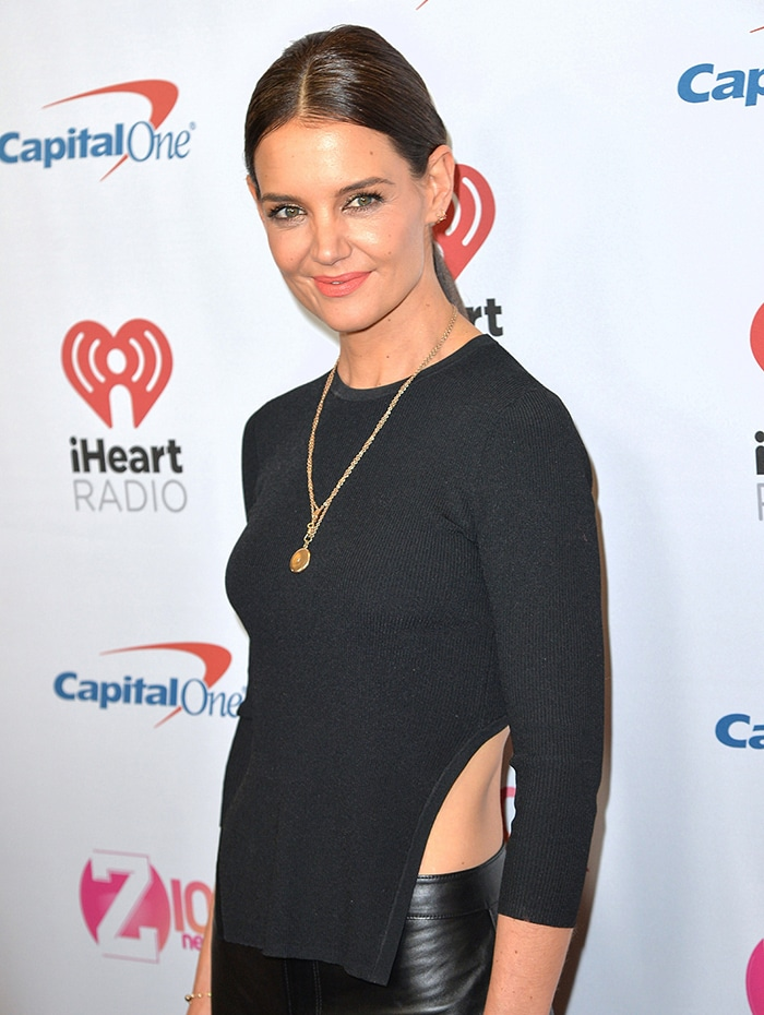Katie Holmes looked stunning with bronzed eyeshadow and pink lipstick