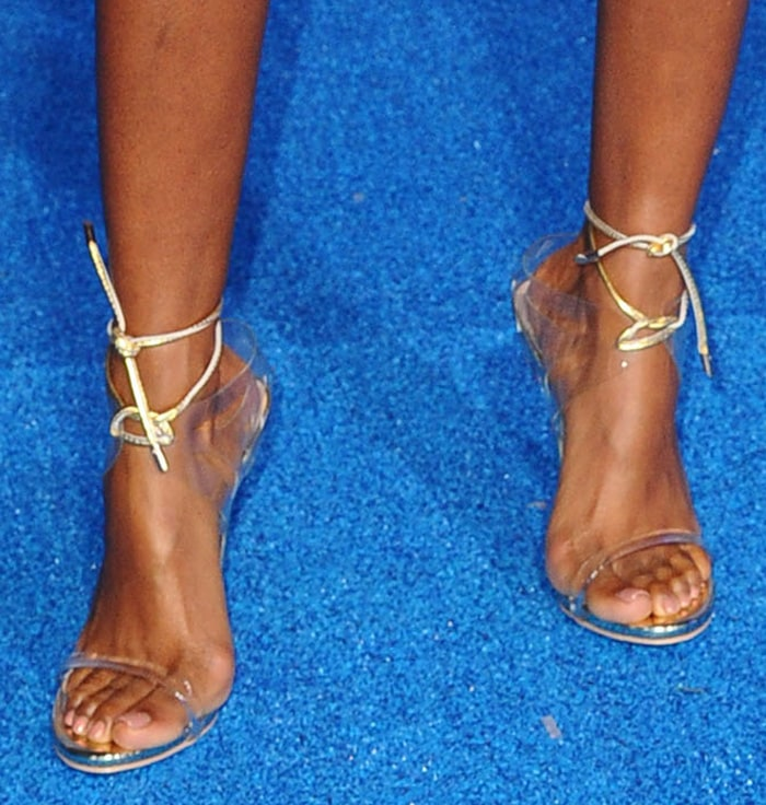 Kelly Rowland shows off her feet in Jessica Rich sandals