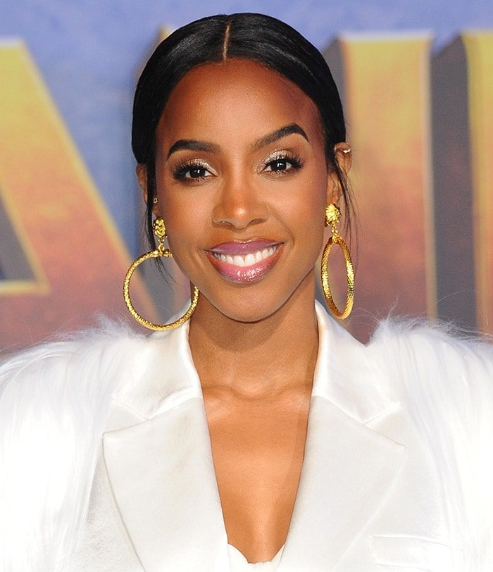 Kelly Rowland looks beautiful with slicked center-parted hairstyle