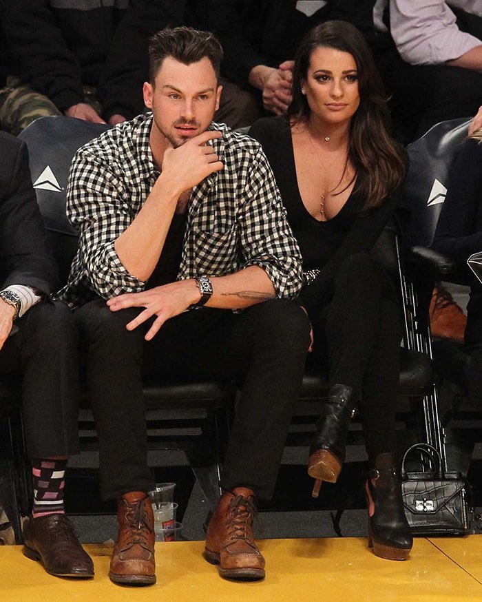 Matthew Paetz and Lea Michele watch the Los Angeles Lakers game on January 5, 2016