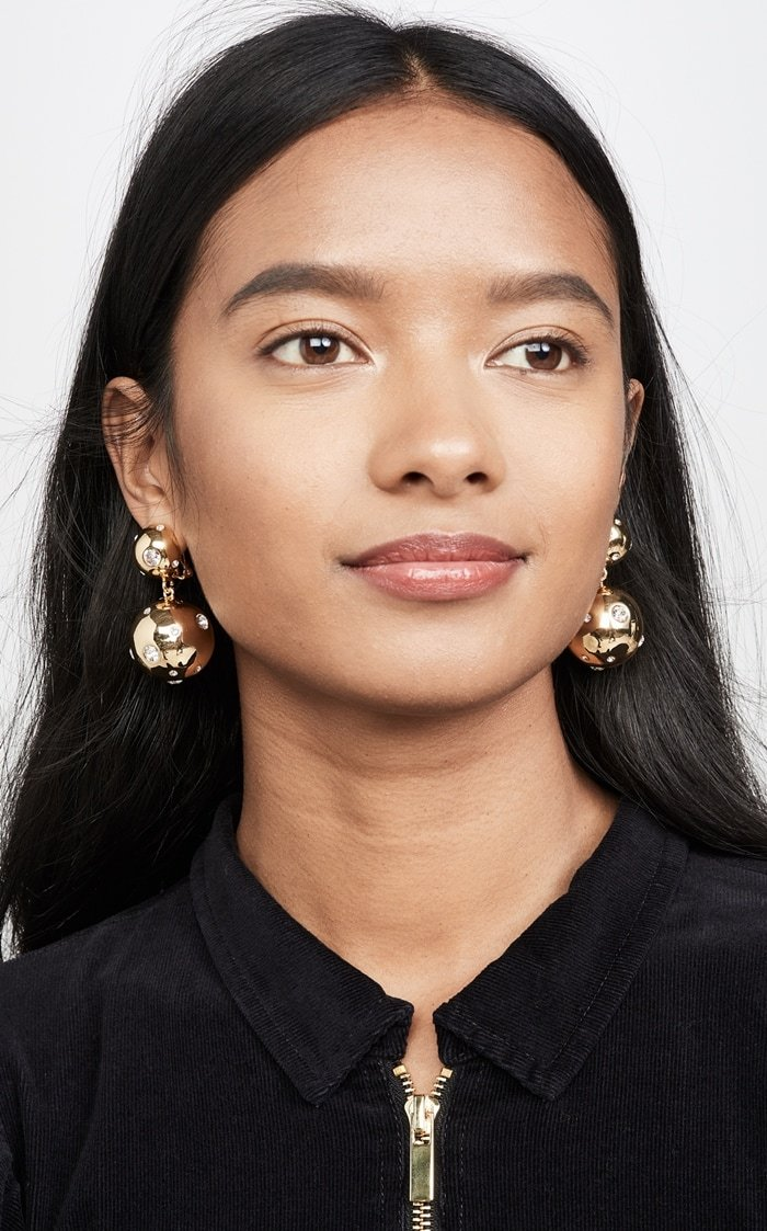 Featuring a unique, asymmetrical arrangement of brilliant Swarovski crystals, these Rebecca De Ravenel statement earrings add an eye-catching touch to any look.