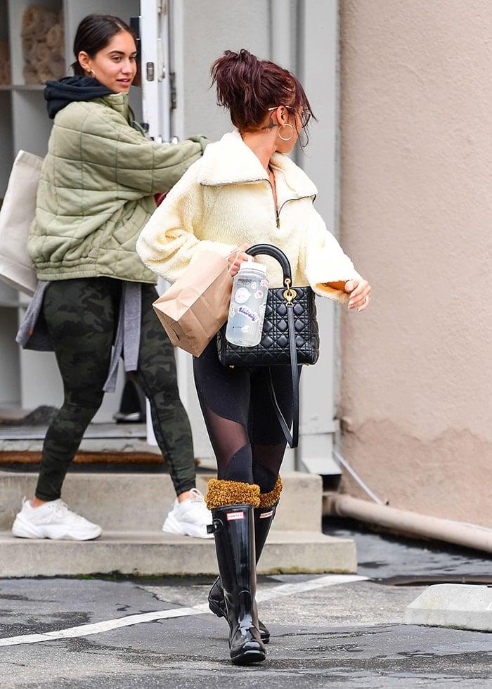 Sarah Hyland in Alo mesh-paneled leggings and Hunter rain boots