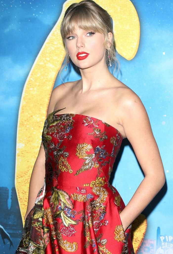 Taylor Swift's dress is made using a French weaving technique called fil coupé