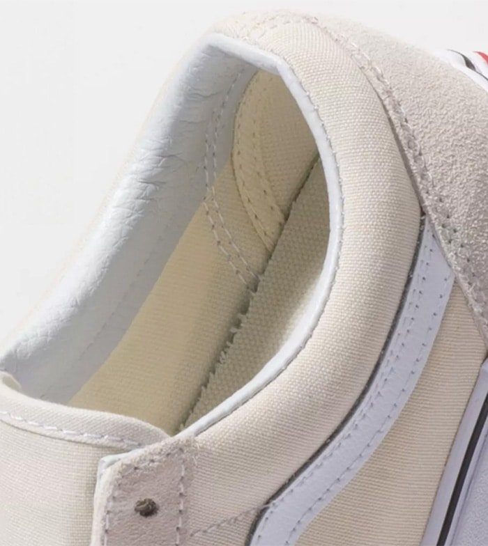 All genuine Vans shoes have padded collar and footbed