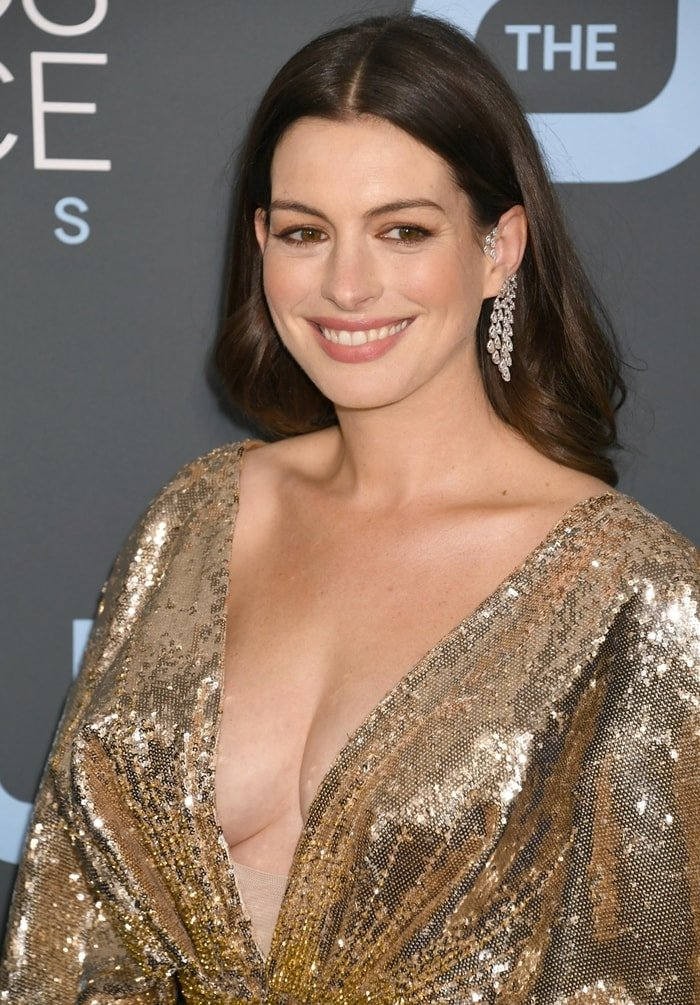 Anne Hathaway's Messika mono earring smoothly wraps the ear to appear on top of it