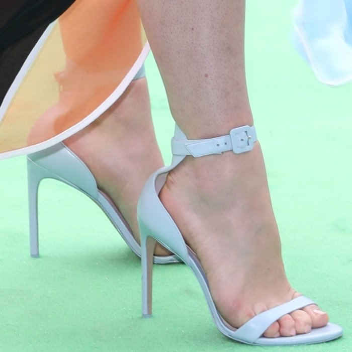 Florence Pugh reveals her sexy feet in stiletto sandals