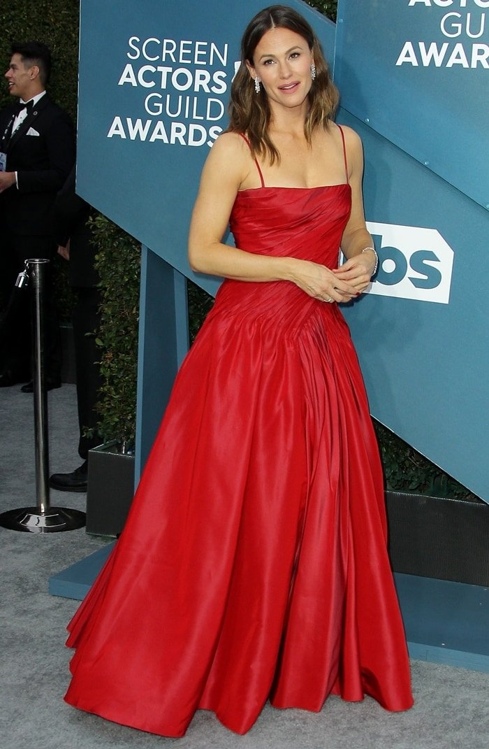 Jennifer Garner channeled old Hollywood glamour in a red Dolce & Gabbana ball gown