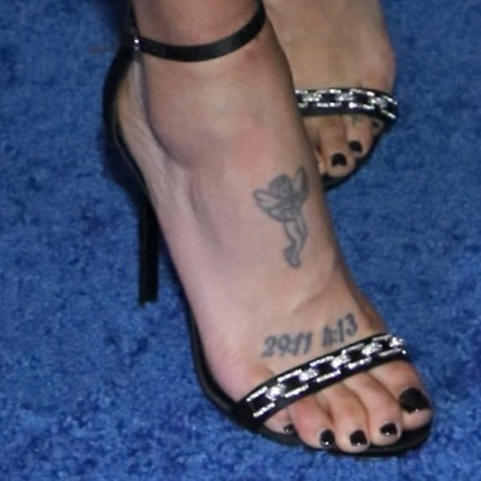 Jessica Szohr's hot inked feet and foot tattoos