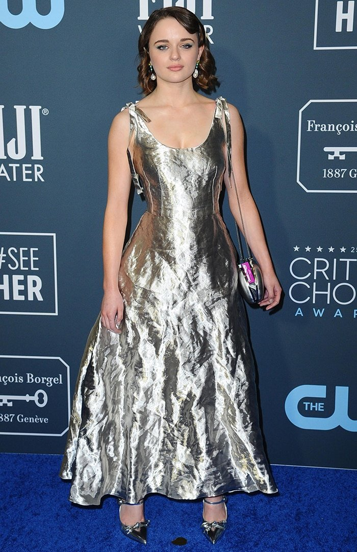 Joey King strikes a pose on the blue carpet at the 25th Annual Critics' Choice Awards following her wardrobe malfunction on January 12, 2020