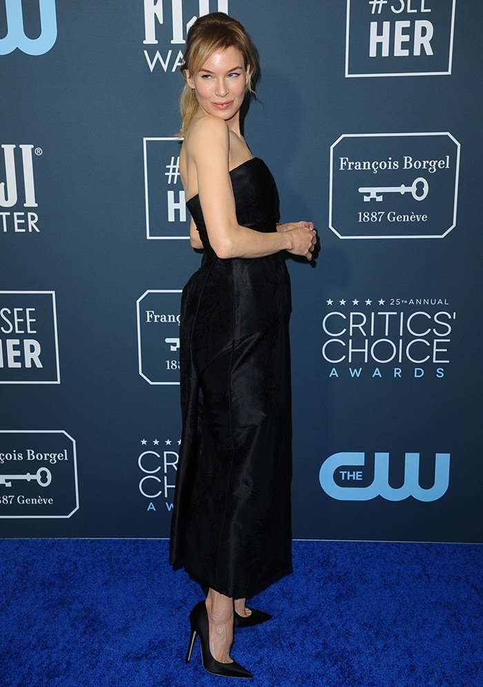 Renee Zellweger looks elegant in a Christian Dior strapless black dress