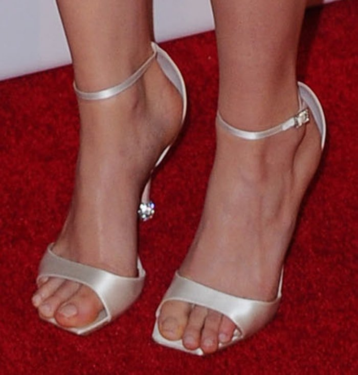 Saoirse Ronan shows off her sexy feet in Roger Vivier sandals