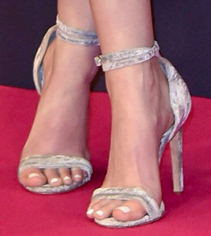 Anna Kendrick shows off her sexy feet in Chloe Gosselin heels