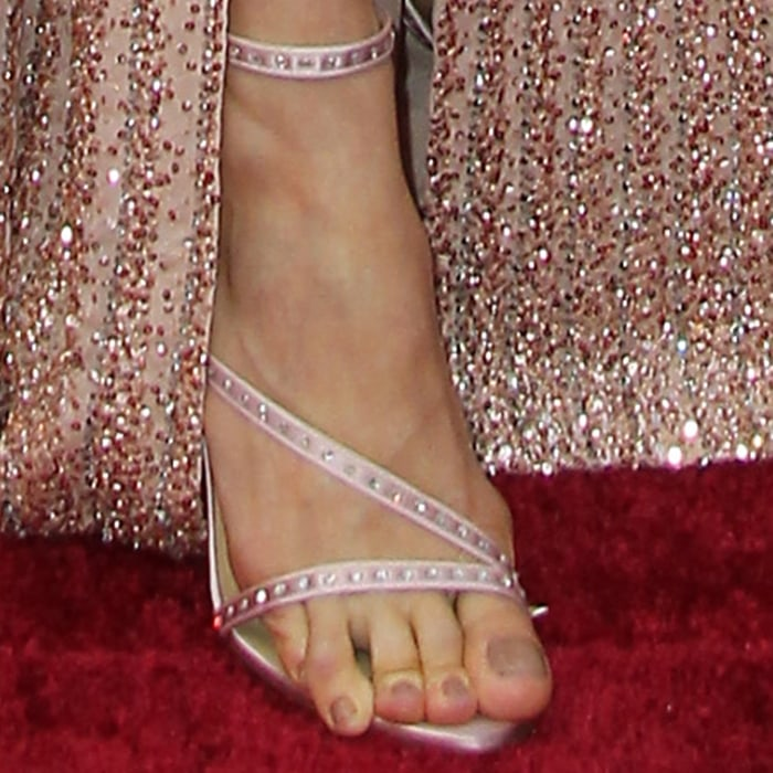 An almost barefoot Brie Larson displayed her toes on the red carpet