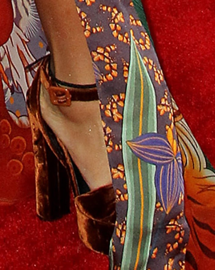 H.E.R. teams her multicolored kimono with burnt brown Giuseppe Zanotti sandals