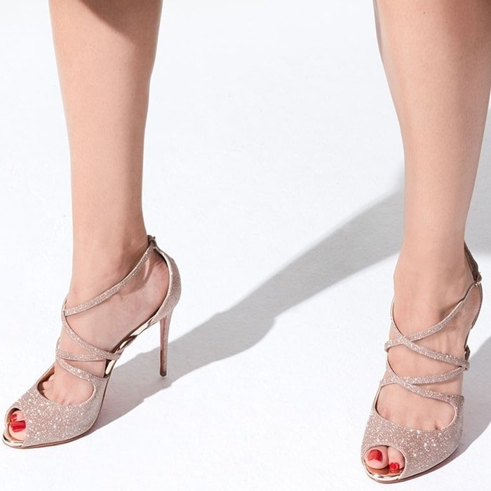 A slender and refined model, the Holly shoe is made of pink mini glitter.