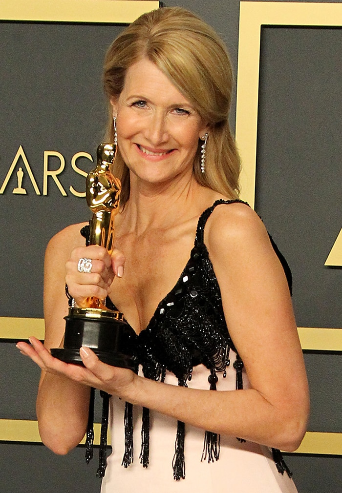 Laura Dern shares her first Oscar trophy with her parents